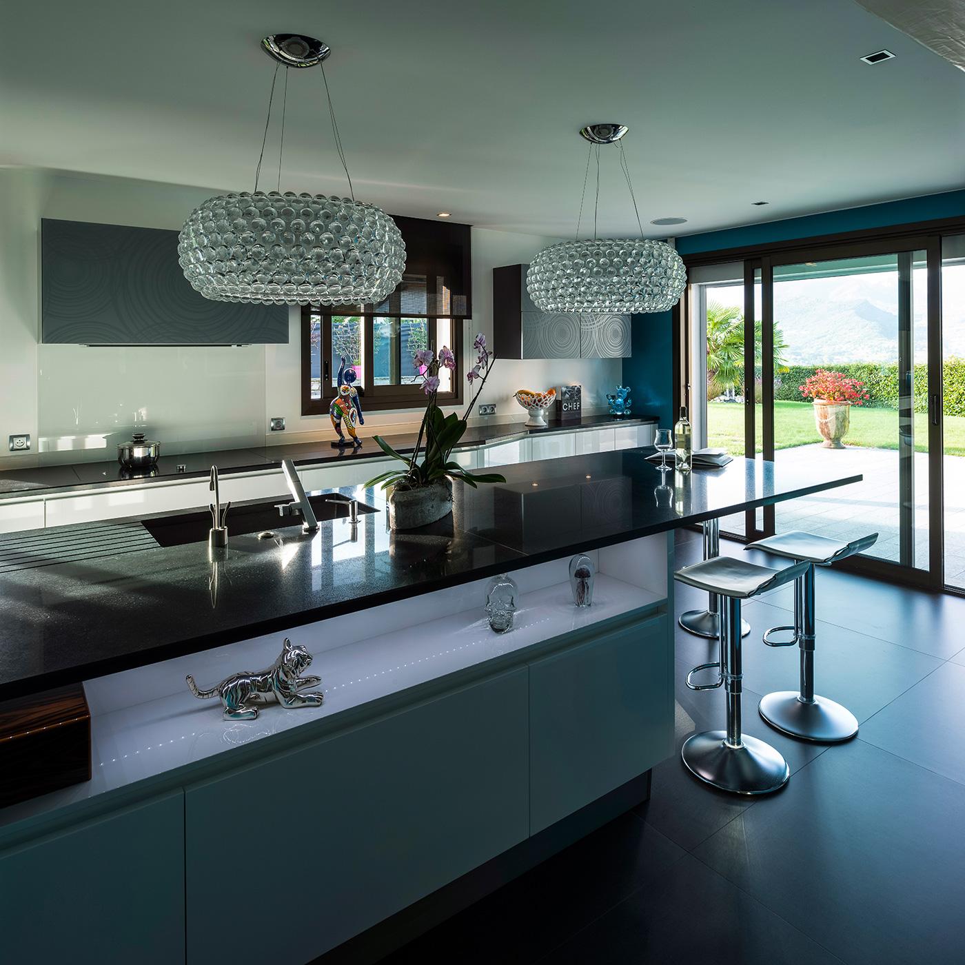 cuisine noire et blanche ricou. Black Bedroom Furniture Sets. Home Design Ideas